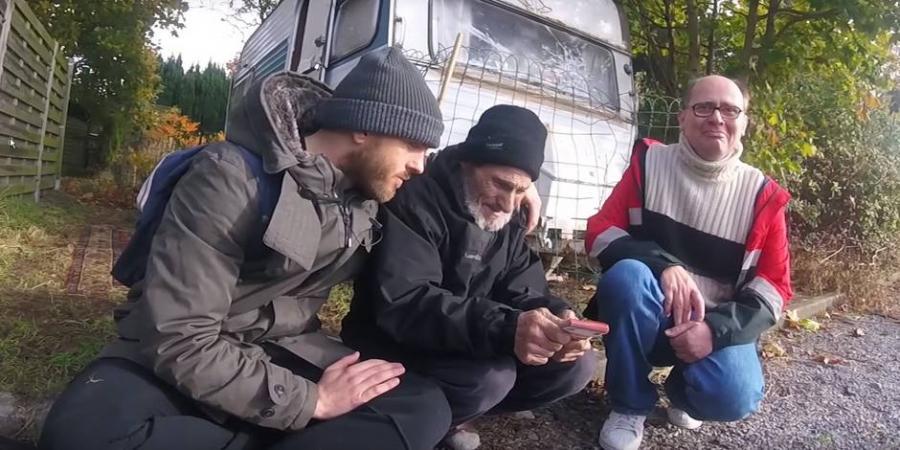 Actualite Actualite Un Belge distribue 12.000 euros à des SDF dans la rue