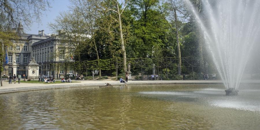 Actualite Actualite Se baigner dans une fontaine, se balader torse nu : voici ce qui est autorisé et interdit à Bruxelles lors des fortes chaleurs