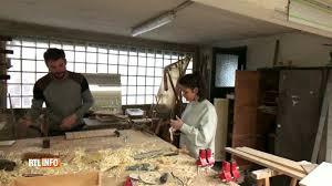 Actualite Actualite Simon et Katia, ces deux Bruxellois qui construisent des meubles… à partir de baguettes chinoises